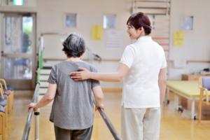 Được và mất những gì khi làm điều dưỡng tại Nhật Bản